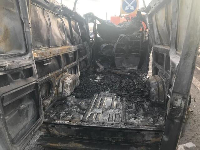 Машина после возгорания баллонов в Москве (2 фото)