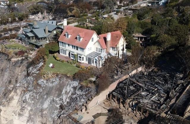 Особняк известного актера, который не пострадал от пожаров в Калифорнии (4 фото)