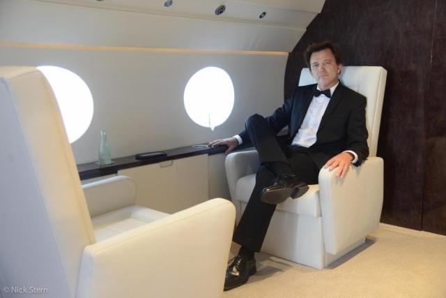 """Как делают """"солидные"""" фотографии на борту частного самолета (4 фото)"""