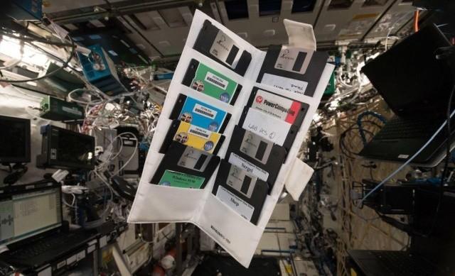 Находка на борту МКС (3 фото)