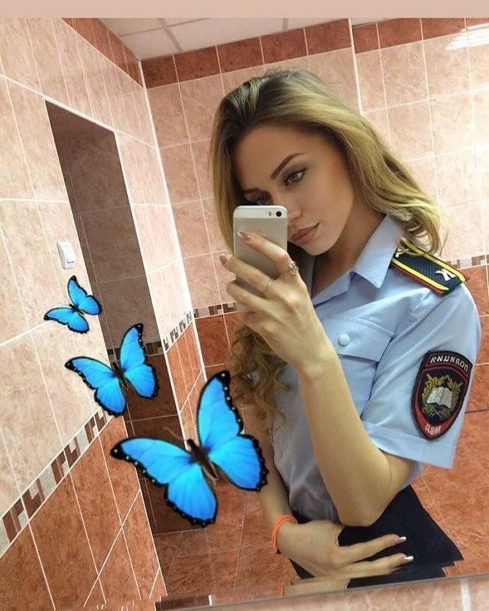 Симпатичные девушки из полиции (24 фото)