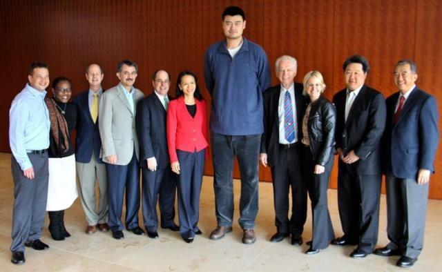 Самый высокий баскетолист (27 фото)