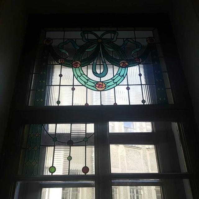 Студент из Санкт-Петербурга восстановил подъезд в историческом здании (7 фото)