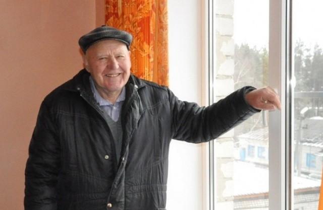 Добрый поступок пенсионера (2 фото)