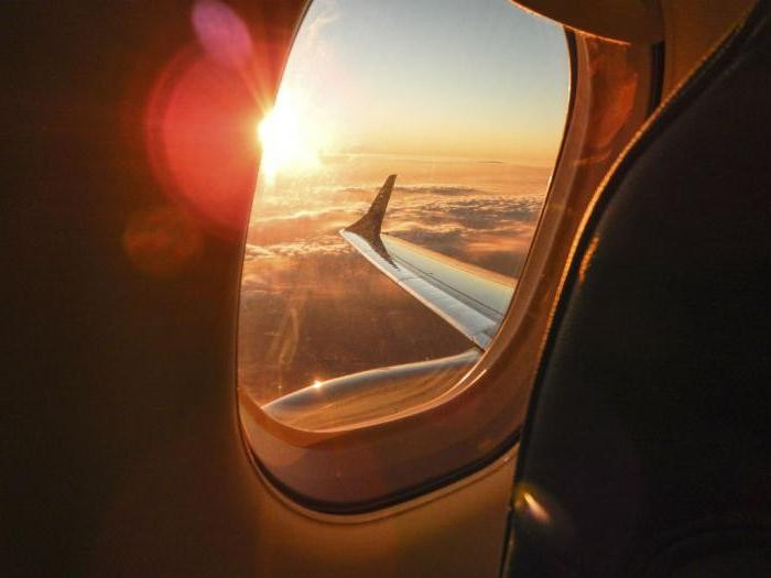 Почему в самолетах иллюминаторы овальной формы?