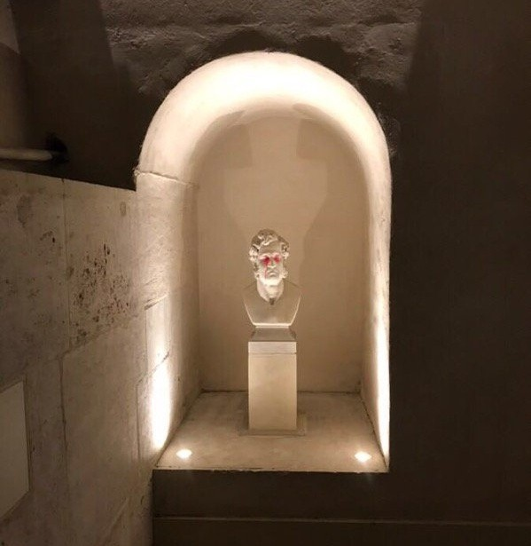 Разгромили музейное помещение Триумфальной арки (5 фото)