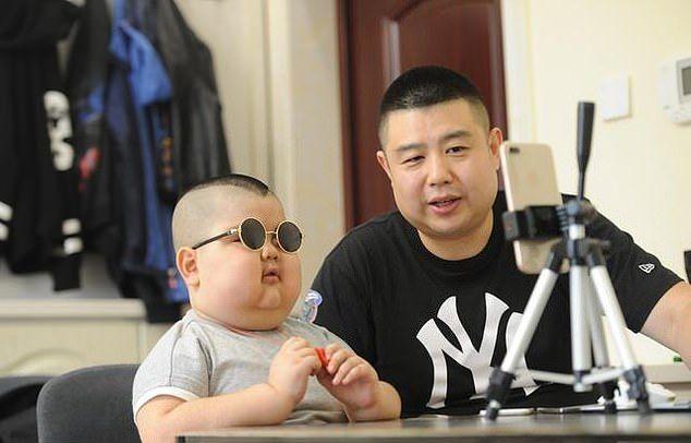 'Маленький Будда', который самостоятельно зарабатывает деньги (9 фото)