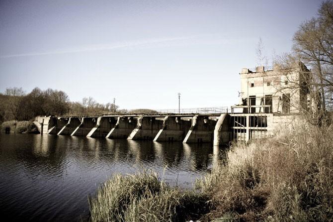 Заброшенная гидроэлектростанция (30 фото)