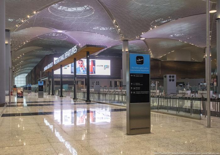 Прогулка по самому большому аэропорту в мире (23 фото)