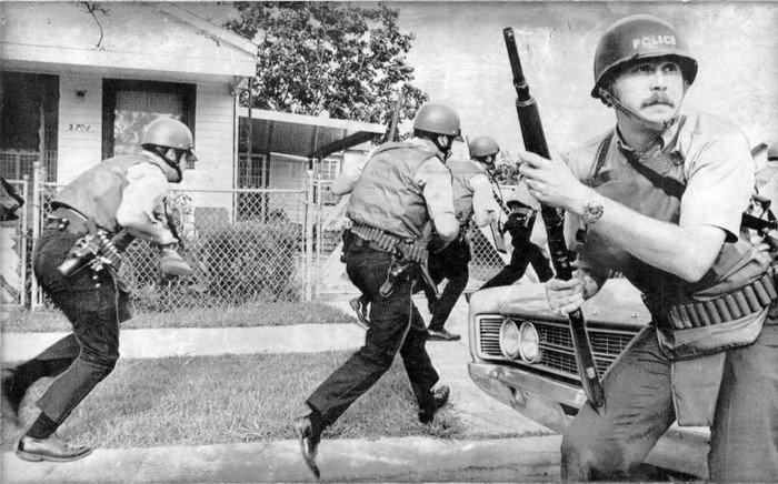 """История настоящей """"черной пантеры"""" и улицы политые кровью полиции США (22 фото)"""