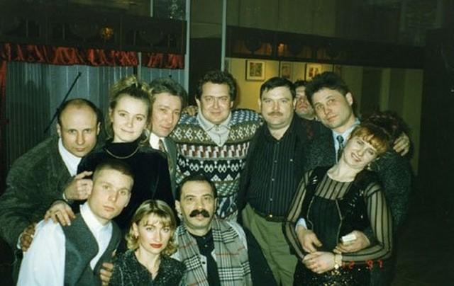 Фотографии известных людей в 90-е годы (23 фото)