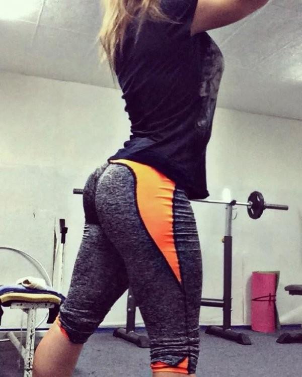 Девушки в фитнес-залах (18 фото)