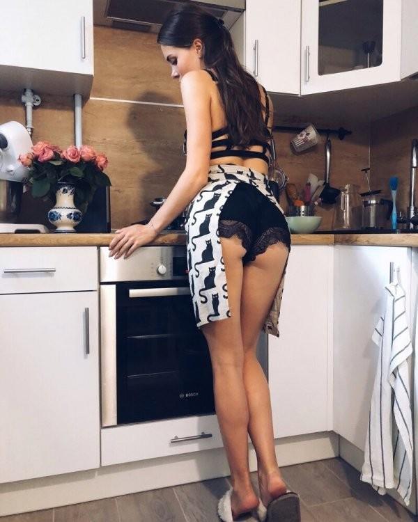 Борщ, прости: девушки, которым простительно готовить невкусно (21 фото)