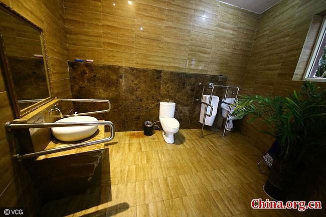 Как выглядит 5-звездочный общественный туалет из Китая (8 фото)
