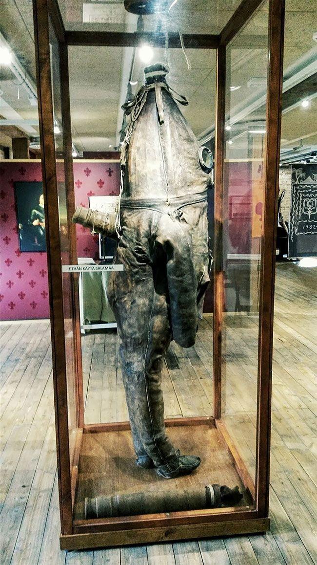 Один из старейших водолазных костюмов в мире (7 фото)