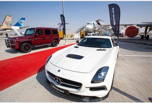 Интересно о том, как доставляют самолетом новые авто шейхам (18 фото)