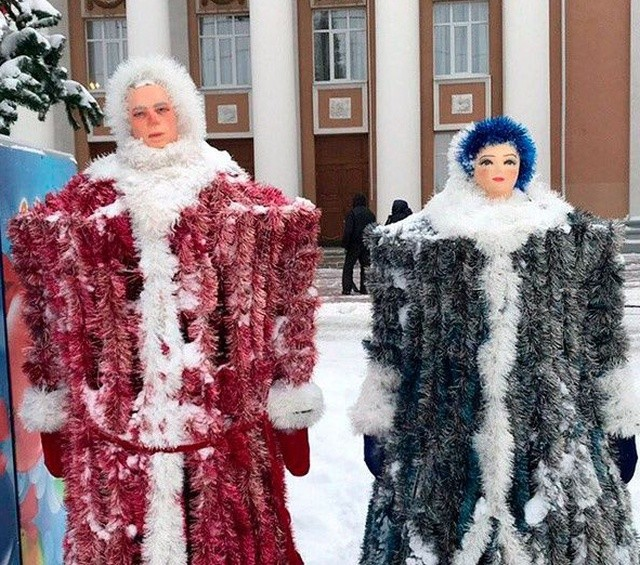 Дед Мороз и Снегурочка, которыми можно пугать детей (3 фото)
