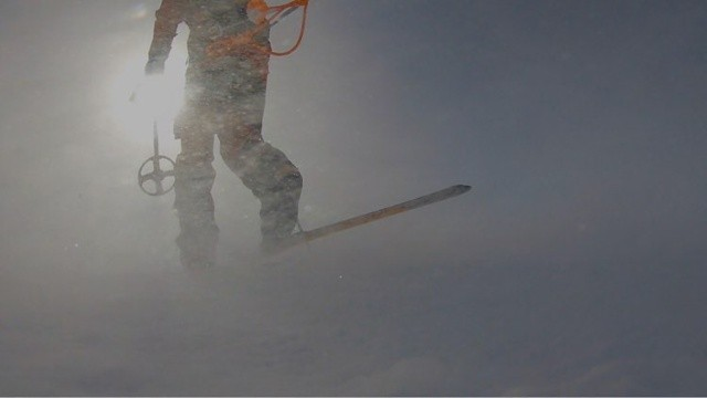 Экстремал пересек Антарктиду в одиночку на лыжах (14 фото)