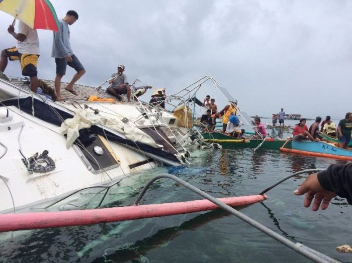 На побережье Филиппин дрейфовала яхта с мумией на борту (5 фото)