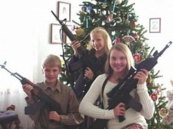 Американцы демонстрирую оружие, подаренное им на Рождество (15 фото)
