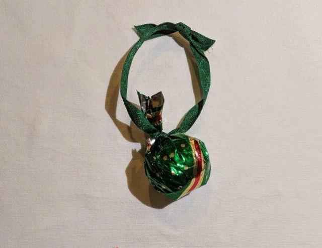 Подарок на новогодней ёлке (9 фото)