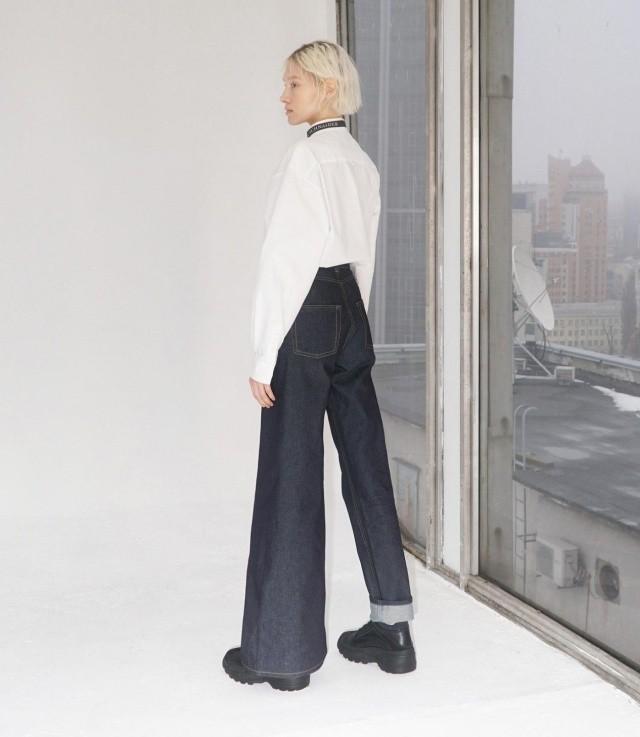 Украинский дизайнер Ксения Шнайдер задала тренд на странные джинсы (4 фото)