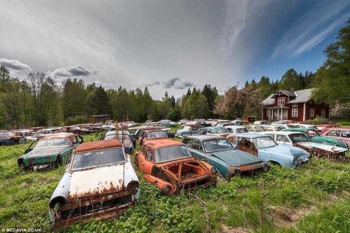 Шведское кладбище автомобилей (15 фото)