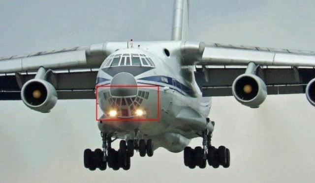 Для чего самолету ИЛ-76 нужно остекление кабины снизу? (5 фото)