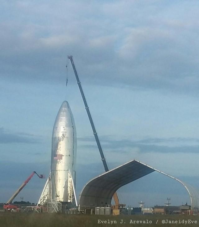 Илон Маск опубликовал фотографию космического корабля (5 фото)