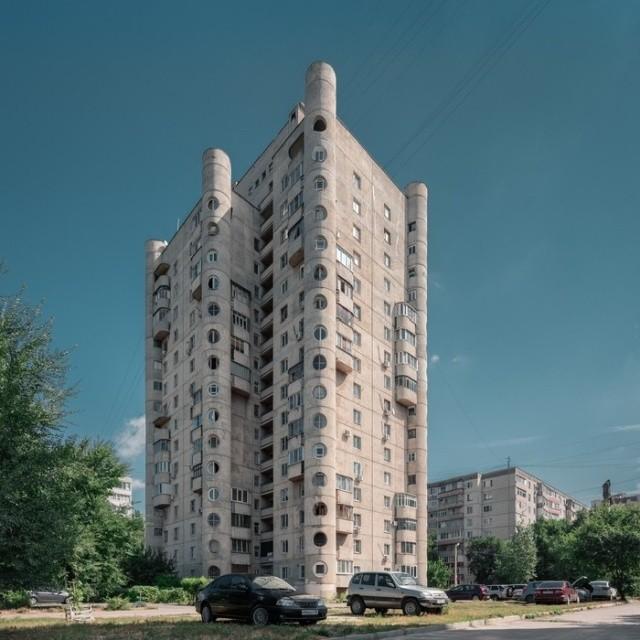 Необычная архитектура жилого дома в Воронеже (4 фото)