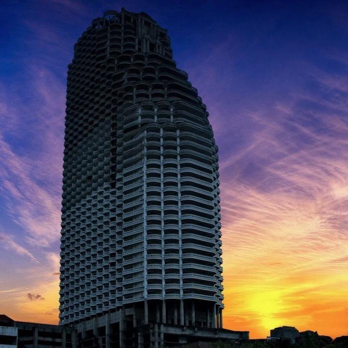 Заброшенные небоскребы (8 фото)