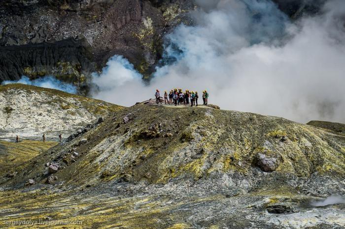 Путешествие на частный вулкан посреди океана (30 фото)
