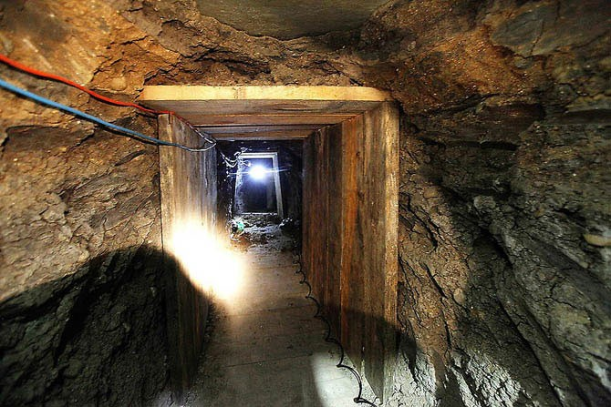 Тоннель для контрабанды наркотиков между США и Мексикой (15 фото)