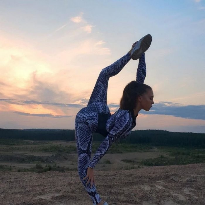 Спортивные девушки в обтягивающих штанишках (26 фото)
