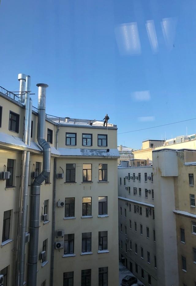 Очистка снега с крыш Санкт-Петербурга (3 фото)