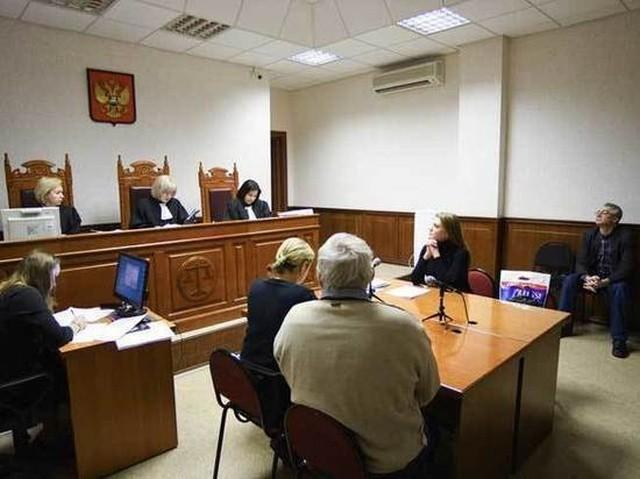 Коммунальщиков обязали выплатить 720 тысяч рублей жителю Урала, который не платил коммуналку 8 лет (3 фото)