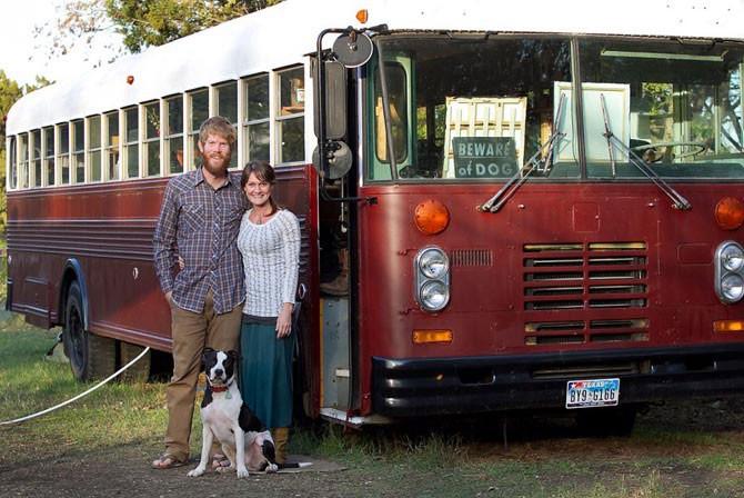 Жизнь в автобусе (7 фото)