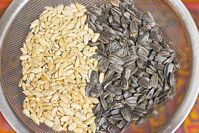 Как быстро очистить килограмм семечек (2 фото)