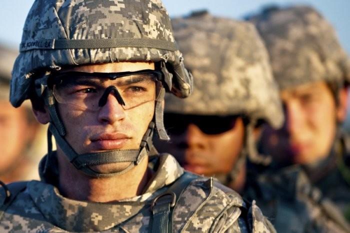 Почему американские солдаты всегда носят темные очки (6 фото)