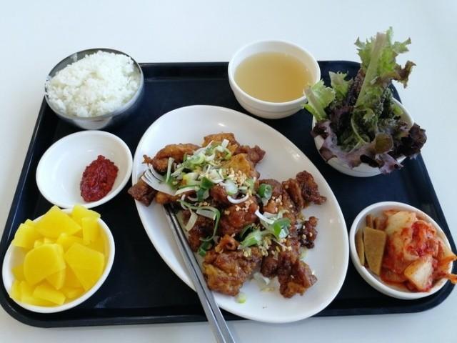 Чем питаются студенты в Южной Корее (20 фото)