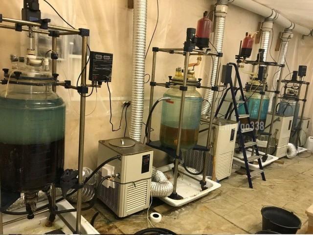 Ликвидация лаборатории по производству наркотиков (6 фото)