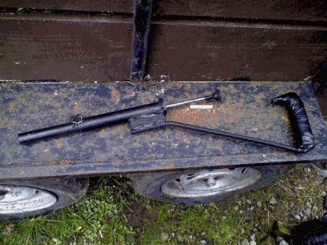 Конфискованное самодельное оружие (28 фото)