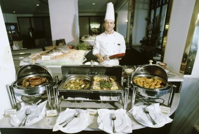 Кафе и рестораны 90-х (24 фото)