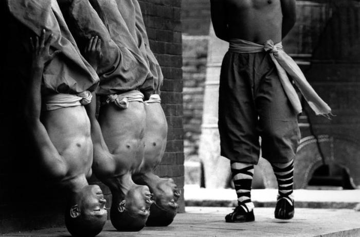 Сверхчеловеческие способности монахов Шаолиня (10 фото)