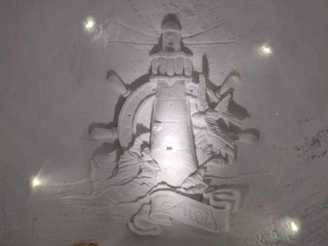 Ночевка на вершине горы в специально оборудованном иглу (26 фото)