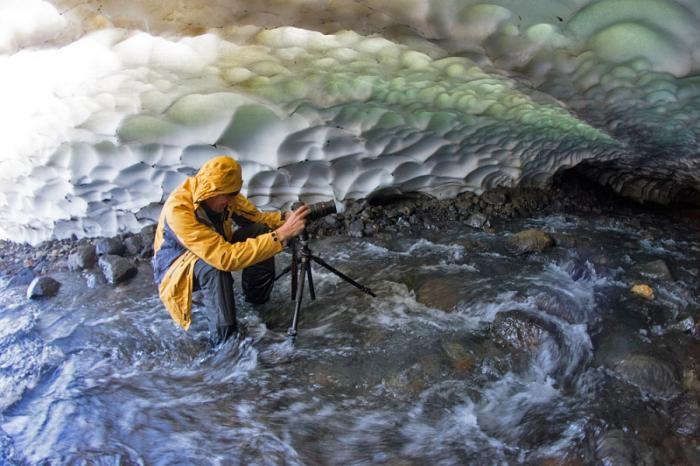 Снежные красивые пещеры Камчатки в фотографиях (20 фото)