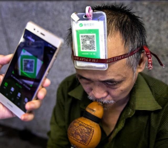 Прогресс не стоит месте: китайцы платят за всё телефоном (11 фото)