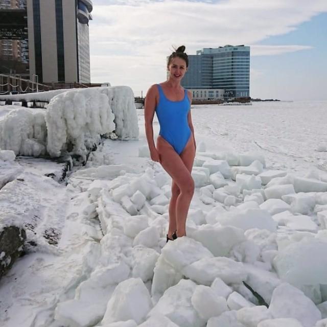"""Приморская """"моржиха"""" Наталья Аксёнова (9 фото)"""