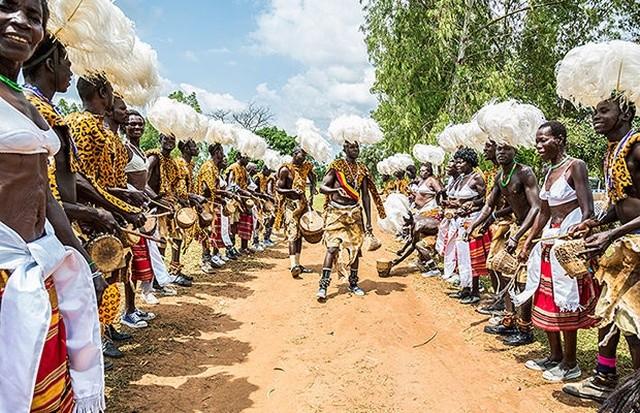 Самые странные и ужасные свадебные традиции народов мира (17 фото)
