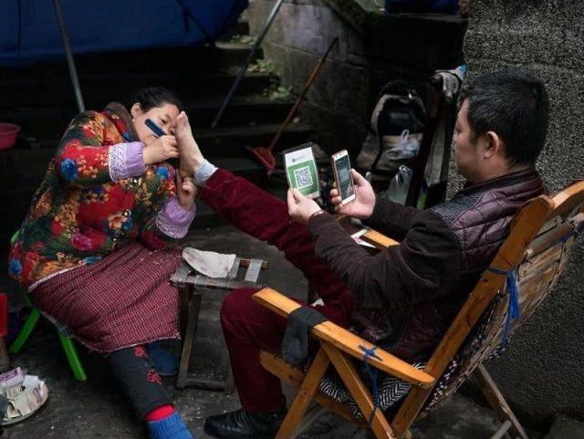В Китае при помощи смартфона можно оплатить что угодно (10 фото)